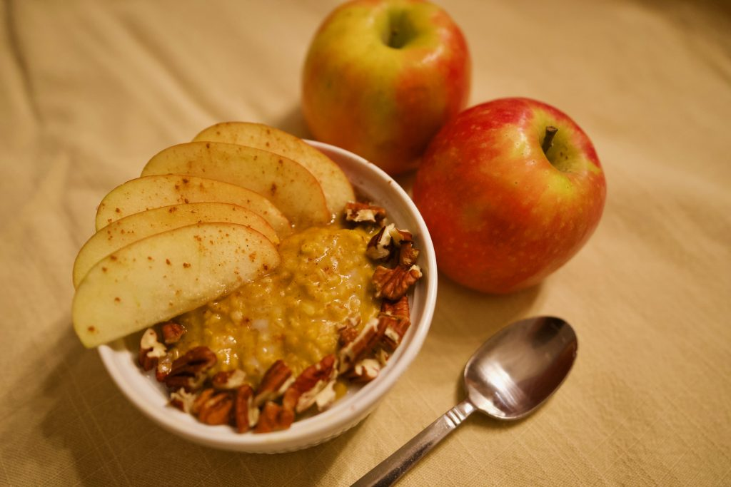 pumpkin pie steel cut oat mini bowls with apples pecans cinnamon healthy halloween