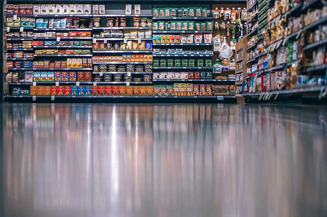 picking clean label foods grocery aisle