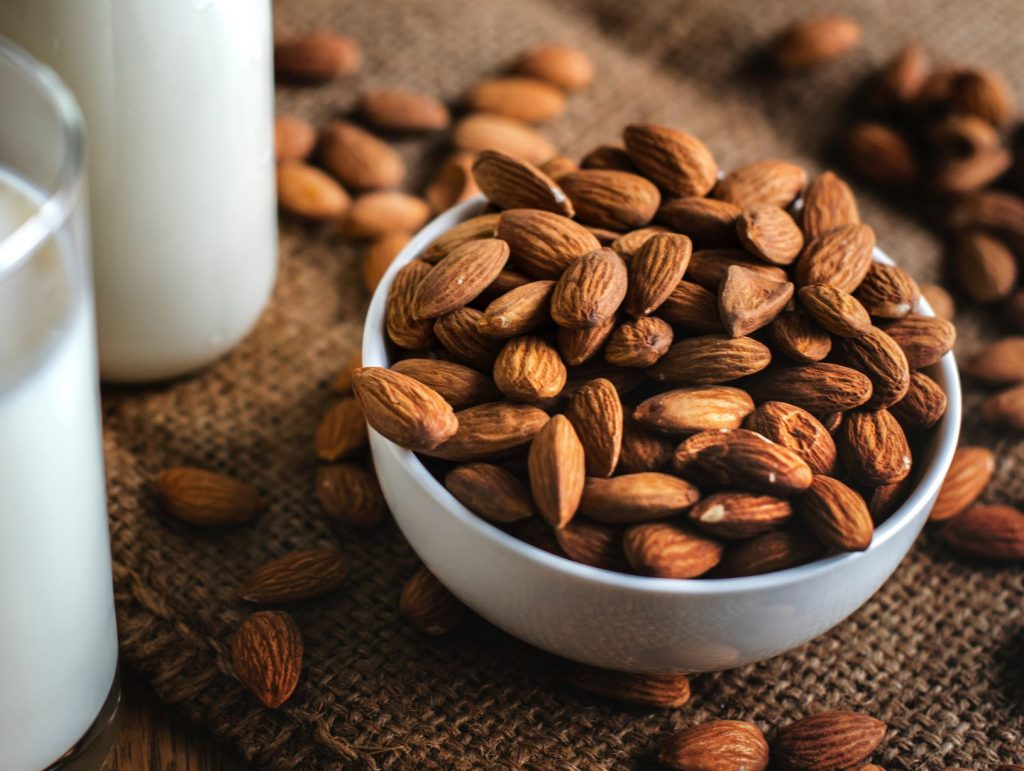 high fiber almonds snack topping