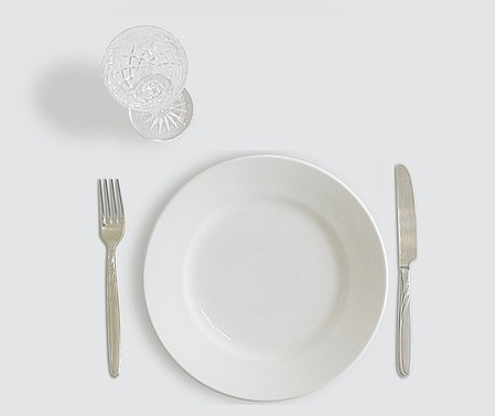 empty plate symbol of intermittent fasting