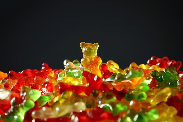 gummi bears artificial coloring harmful additives how to pick clean label snacks