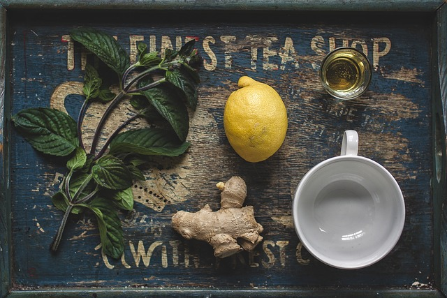 tea with lemon ginger and honey detox